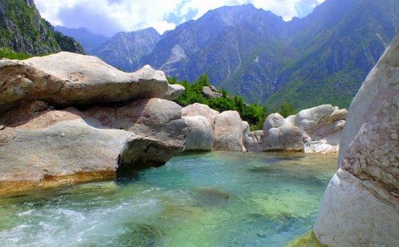 В Албании есть горы
